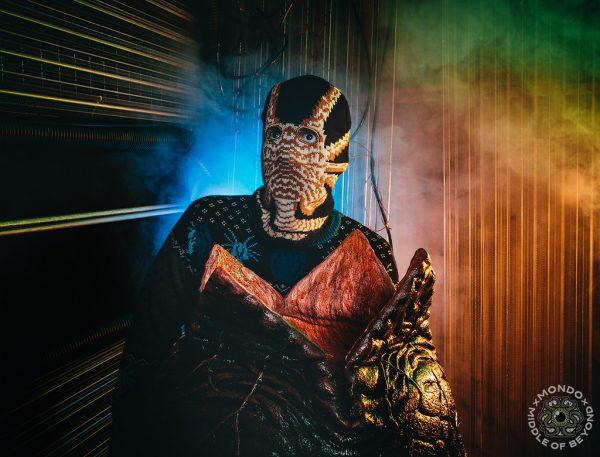 middle_of_beyond_alien_facehugger_skimask