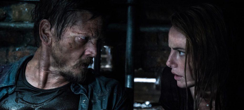 Crawl movie review Kaya Scodelario Barry Pepper